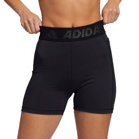 Adidas-TechFit-Badge-of-Sport-Short-Tight-Dames-2108241755